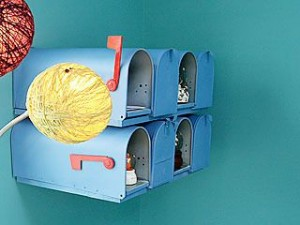 I love mailboxes and I love this little storage idea...