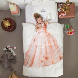 And she MUST HAVE THESE SHEETS!  To die for!