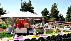 The gift hut and family style seating - my fave!