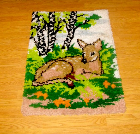 I love this sweet little rug...